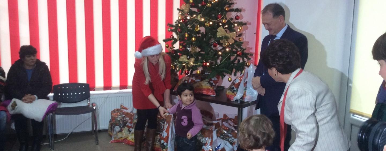 Social-democrații au împărțit cadouri copiilor de grădiniță