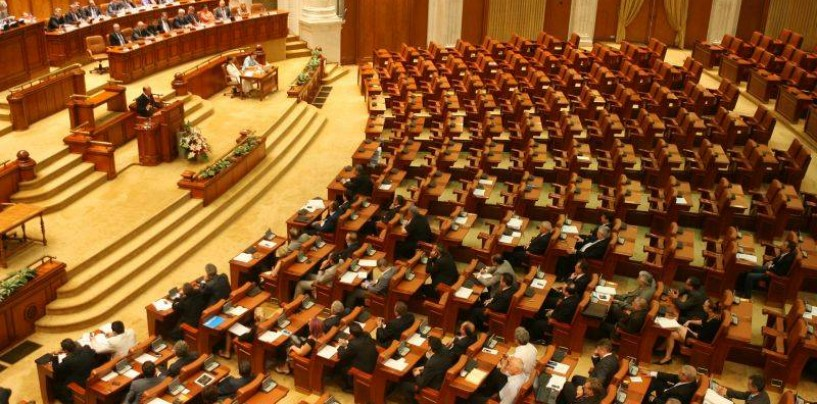 Activitatea parlamentarilor turdeni, de la prezervative pentru săraci la pilde biblice rostite în Parlament