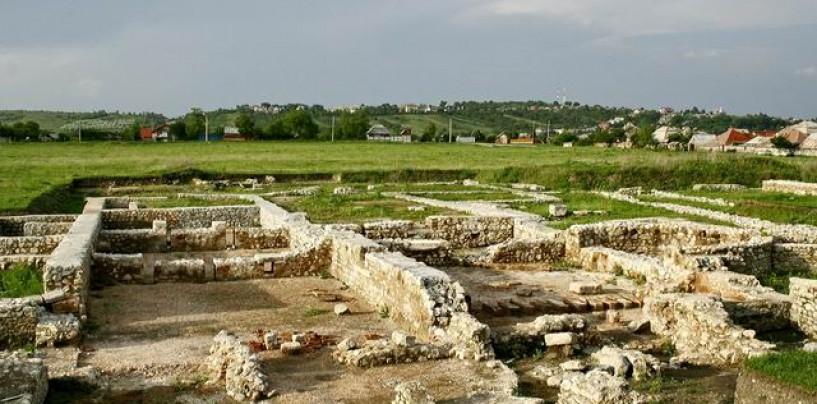 Castrul în circuluitul turistic, de la chelnerițe în togi romane la reabilitare arheologică