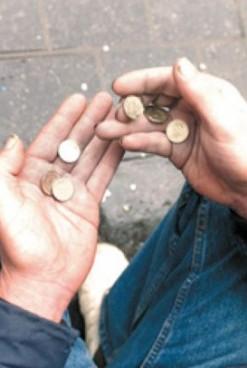 Peste 30% dintre români trăiesc la limita sărăciei