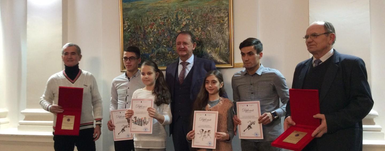 Primarul a premiat profesori și sportivi. Consilierii PNL nu au fost invitați