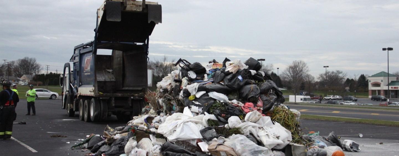 Amenzi serioase și deșeuri ridicate de trei ori pe săptămână, propunerile regulamentului județean de salubritate