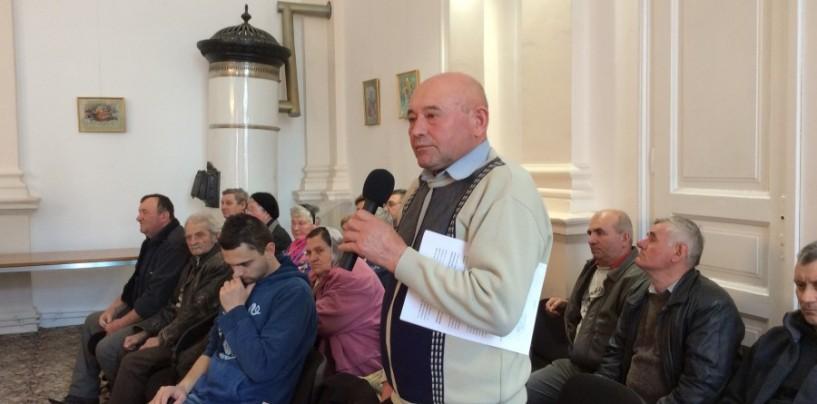 """Locuitorii de pe Săndulești vor asfalt. """"Nu vă mai credem"""", mesajul transmis primarului"""