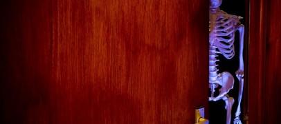 """""""Scheleții"""" din dulapul Primarului. Asociația T9 se oferă să îl ajute pe Cristian Matei"""