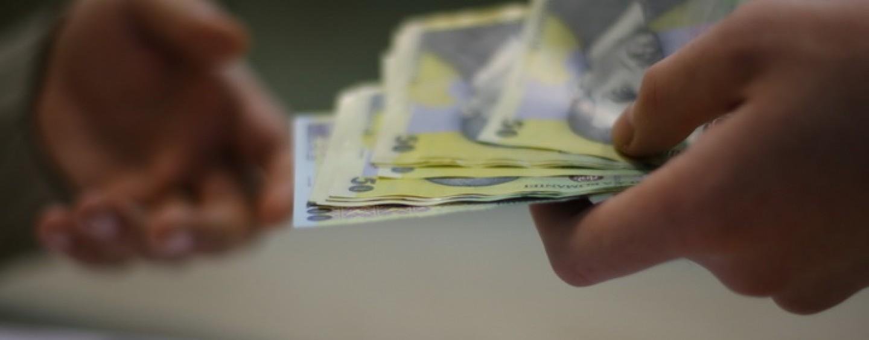 Uite banii, nu sunt banii. Profesorii și-ar putea vedea banii din sentințele judecătorești abia în noiembrie