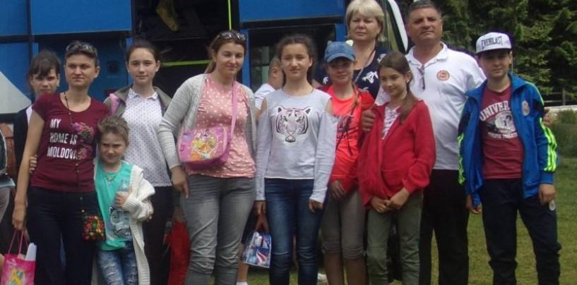 Copii din comunele Drăsliceni (Republica Moldova) și din Viișoara, petrec împreună la Arieșeni