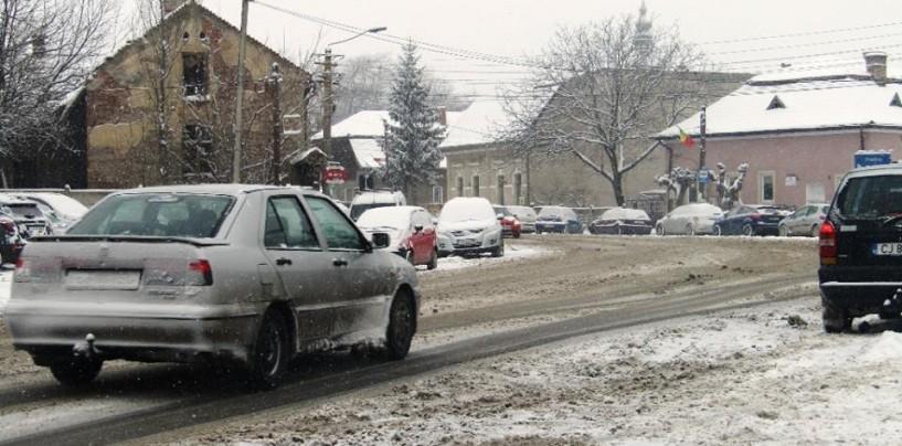 Primarii învinși de ninsoare. Au aflat că au orașele sub zăpadă, direct de la alegătorii lor