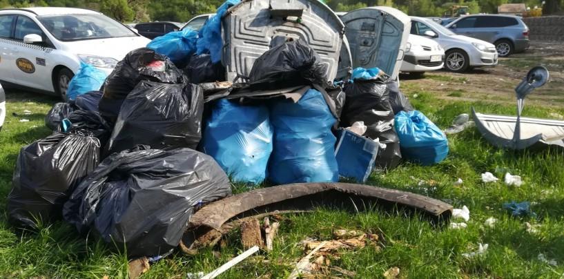 Peste 50 de saci cu deșeuri colectați în doar câteva ore în Cheile Turzii