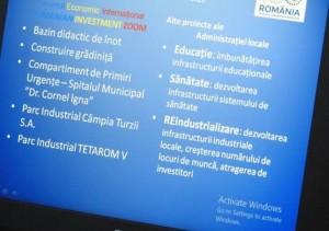 Prezentarea de la Forumul Economic făcută de pe un laptop fără o licență activată