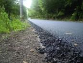 Consiliul Judeţean promite drumuri judeţene modernizate. A început programul de asfaltare