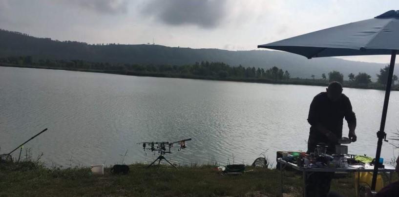 Festivalul Peștelui. Peste 300 de kg de pește prins în prima noapte de concurs, la Trei Lacuri