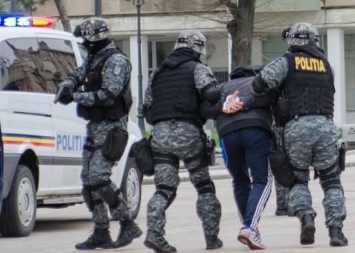 Sute de persoane audiate in Cluj si alte 27 de judeţe pentru spălare de bani, trafic de droguri, proxenetism