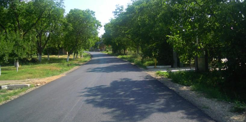 CJ Cluj: Asfaltare finalizată la limită cu judeţul Mureş