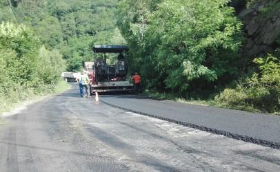 Lucrări de asfaltare între Băişoara şi Muntele Băişorii
