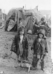 6209 copii romi au fost deportați de autoritățile române în Transnistria. Majoritatea dintre ei au murit și au ajuns în gropi comune