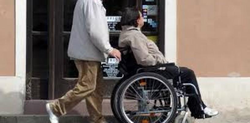 Umiliți de Primărie. Administrația din Turda refuză plata sporurilor acordate asistenților personali