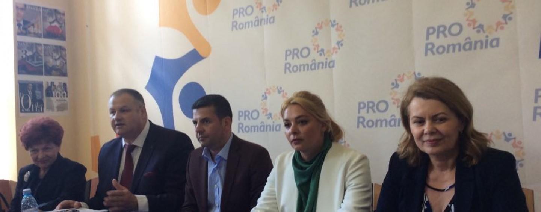 """Votul la europarlamentare poate duce la căderea guvernului PSD. """"Sunt incompetenți"""", spun liderii Pro România"""