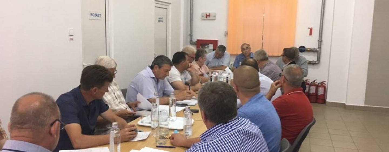 """Criza bugetară ajunge la Mihai Viteazu. """"O să tăiem din investiții"""", spune primarul Ioan Zeng"""