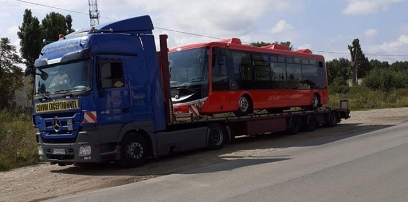 Defilarea cu autobuze de la Turda va intra în istorie. La poalele Ceahlăului a defilat Zeul Neptun