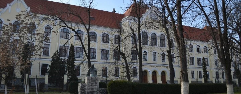 Conducerea Colegiului Național Mihai Viteazul refuză să comenteze acuzațiile referitoare la abuzurile unor profesori