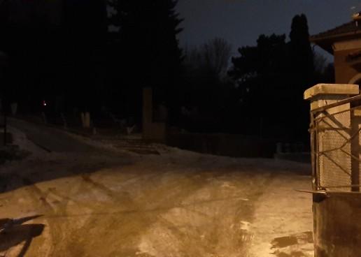 Morții turdenilor în beznă totală. De ce nu sunt iluminate cimitirele din oraș?