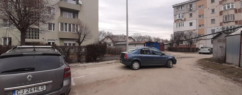 Locuitorii din Oprișani amenință că vor tăia un cablu al furnizorilor de internet și televiziune
