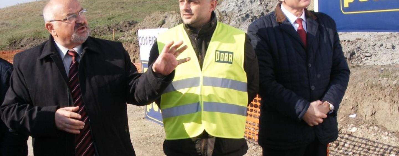 Prefectul şi liderii PSD în vizit� pe şantierul drumului Turda-Sebeş