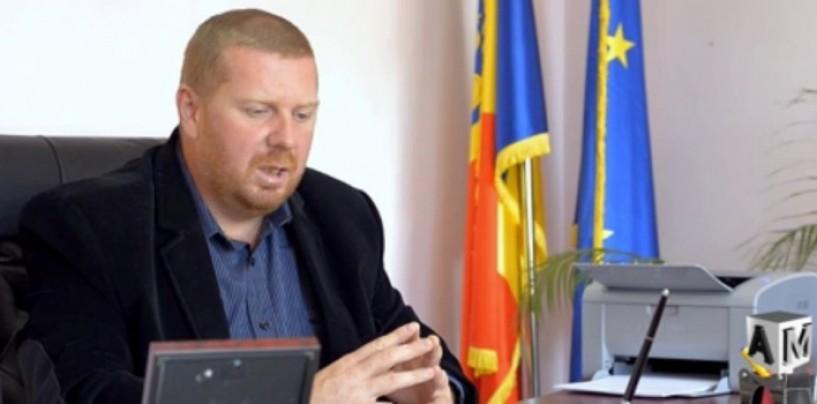 Lojigan acuz�: Domeniul Public a angajat doi consilieri locali şi fiul unuia dintre ei