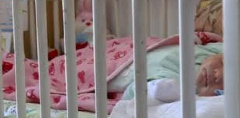 Serviciile sociale caut�  asistenţi maternali pentru copii abandonaţi