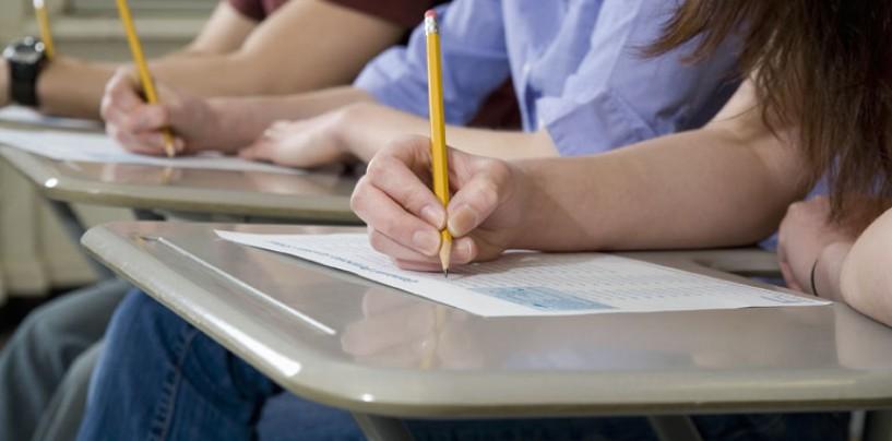 Peste 4 mii de elevi au început examenele de BAC în judeţul Cluj