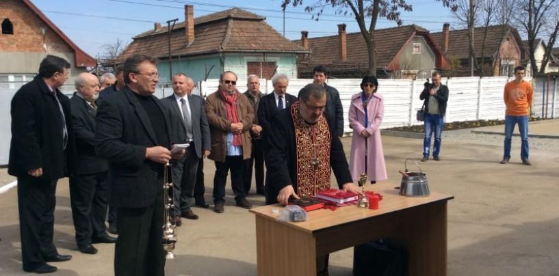 Domeniul Public şi-a inaugurat sediul reabilitat. Popa Morar, la un pas s�-i afuriseasc� pe consilierii locali