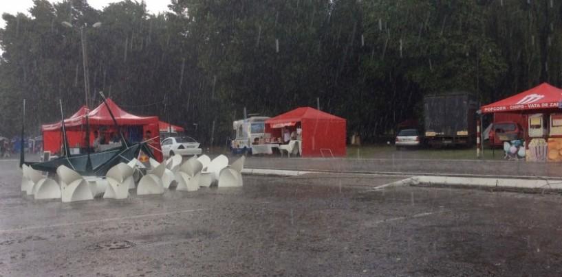 Zilele Câmpiei Turzii: Debut pe o ploaie torențială.Folclorul și umorul au ținut capul de afiș