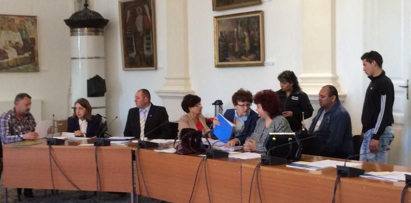 Comisia socială, cu spatele la cetățeni