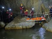 Nouă speologi au rămas blocați în peștera Huda lui Papară