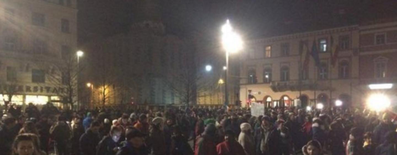 A doua zi de proteste: zeci de mii de oameni la Cluj și sute la Turda și Câmpia Turzii