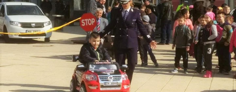 """Caravana """"Fii polițist pentru o zi"""" la Turda. Galerie foto"""