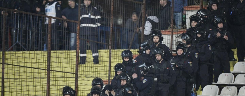 Şapte suporteri clujeni nu vor mai avea acces pe stadioanele de fotbal timp de un an