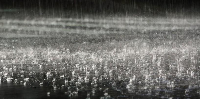 Ploi torențiale în weekend
