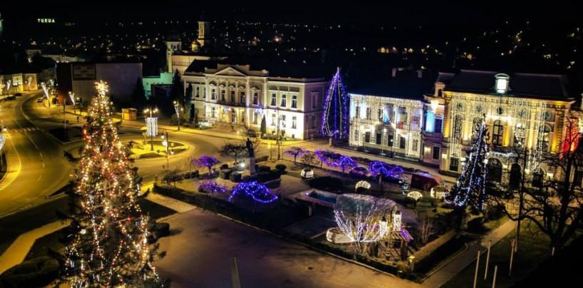 Iluminatul festiv golește din nou bugetul Turzii. Alți 75.000 de lei cheltuiți pe beculețe