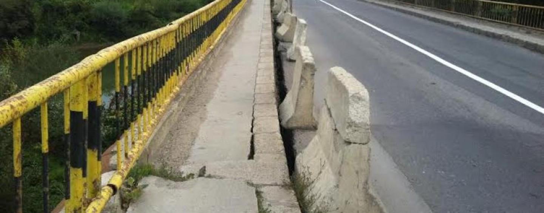 Repararea podului peste Arieș, cel mai devreme după jumătatea anului. Luni se licitează studiul geotehnic