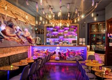 Q Cafee din Cluj, redeschisă cu un decor dark-fantasy