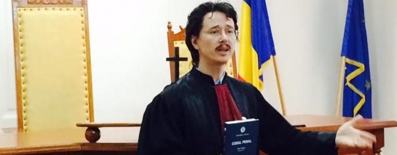 Turdenii pot povesti astăzi cu un judecător al Tribunalului Cluj. Cristi Danileț va participa la Turda la o  dezbatere despre justiție
