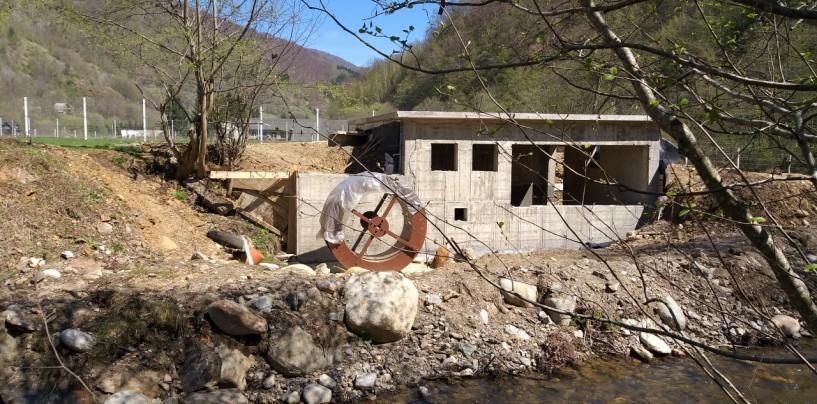 """""""S-a construit"""" o hidrocentrală despre care autoritățile afirmă că nu există"""
