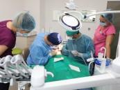 Implanturi dentare într-o singură zi, la Turda. Se asigură și servicii medicale pentru copii cu probleme