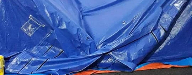 Cortul medical din curtea Spitalului Clinic de Urgență pentru Copii s-a prăbușit după prima ploaie