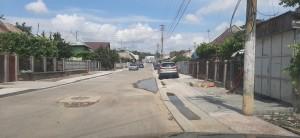 Ca să nu mute o țeavă, pe două străzi au pus în schimb rigole de acostmanent.