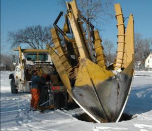 În Minneapolis (SUA) relocarea copacilor se face iarna. Spre deosebire de Turda știu ce lucrări de investiții vor face vara