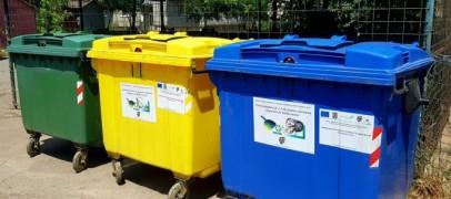 Sănătatea oamenilor pusă în pericol. Containere amplasate sub ferestrele caselor